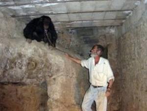 Kiko en la cueva donde estaba preso.