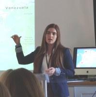 Macarena Montes expone el caso del oso Chucho en Cambrige